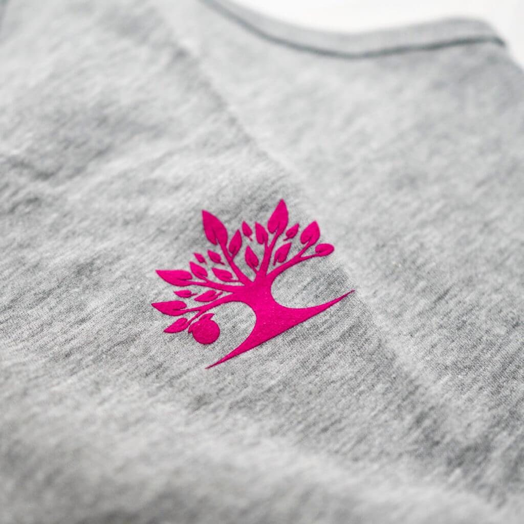 grey_tank_pink_logo_detail1