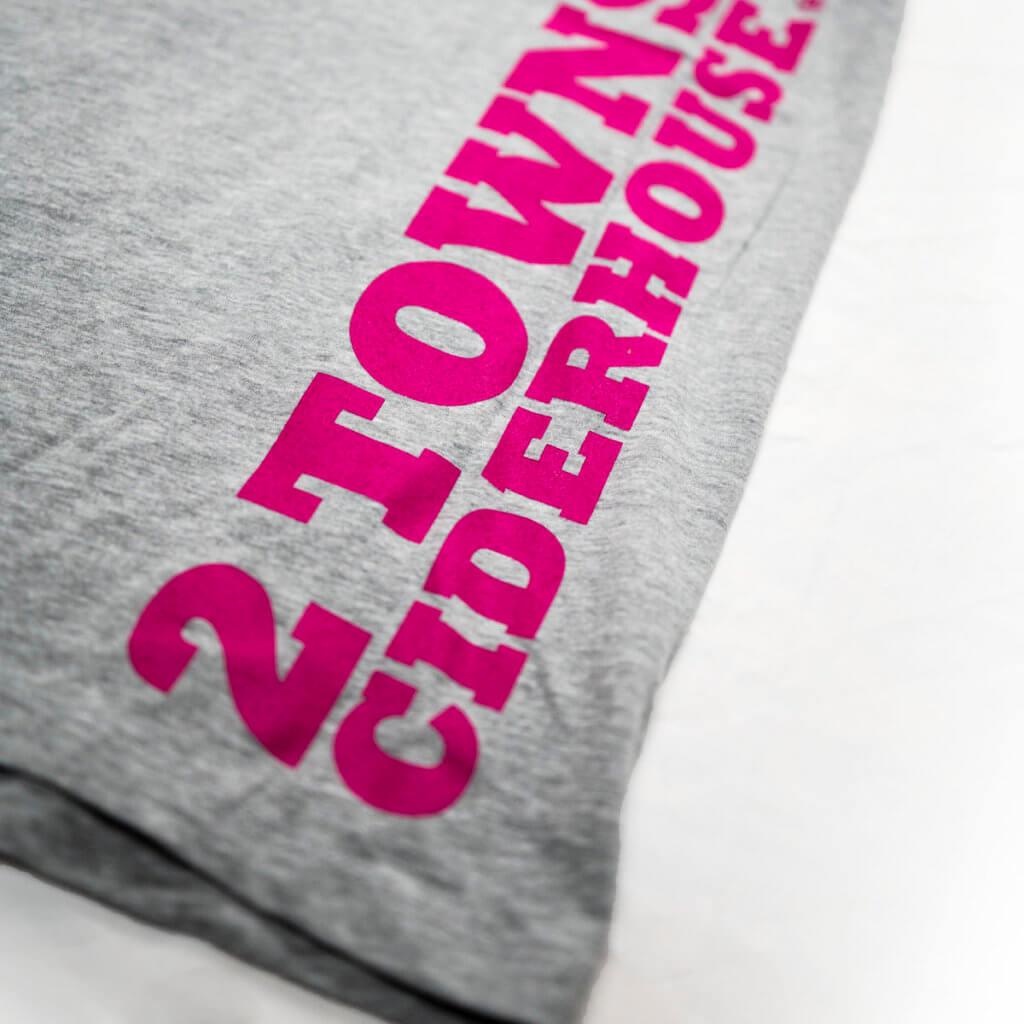 grey_tank_pink_logo_detail2